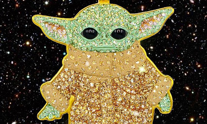 萌物来袭,NTWRK x The Dan Life 推出 Baby Yoda 水晶吊坠