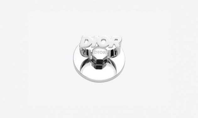别致 iPhone Ring,Dior 推出手机周边系列