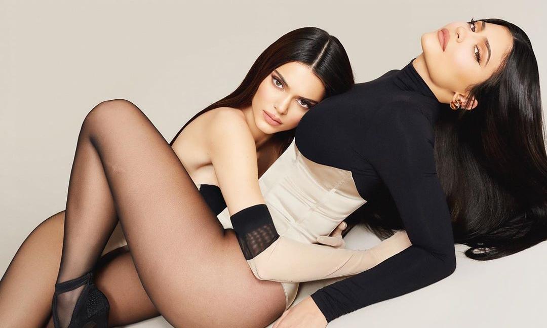 Kylie Jenner 新彩妆广告中曝光 Travis Scott 未发行单曲