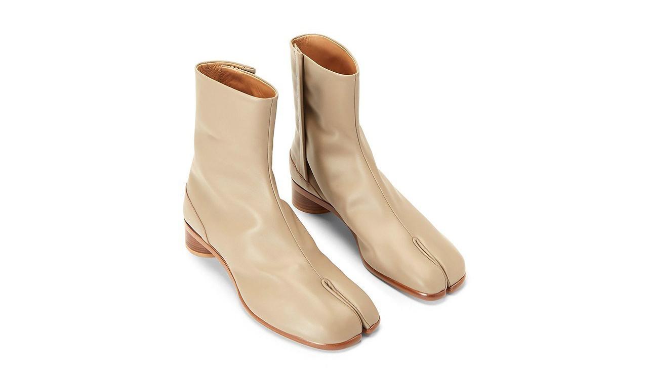Maison Margiela 经典 Tabi 分趾靴推出米白色版本