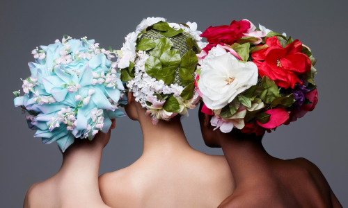 记录 Christian Dior 帽饰作品的书籍《Dior Hats》正式出版