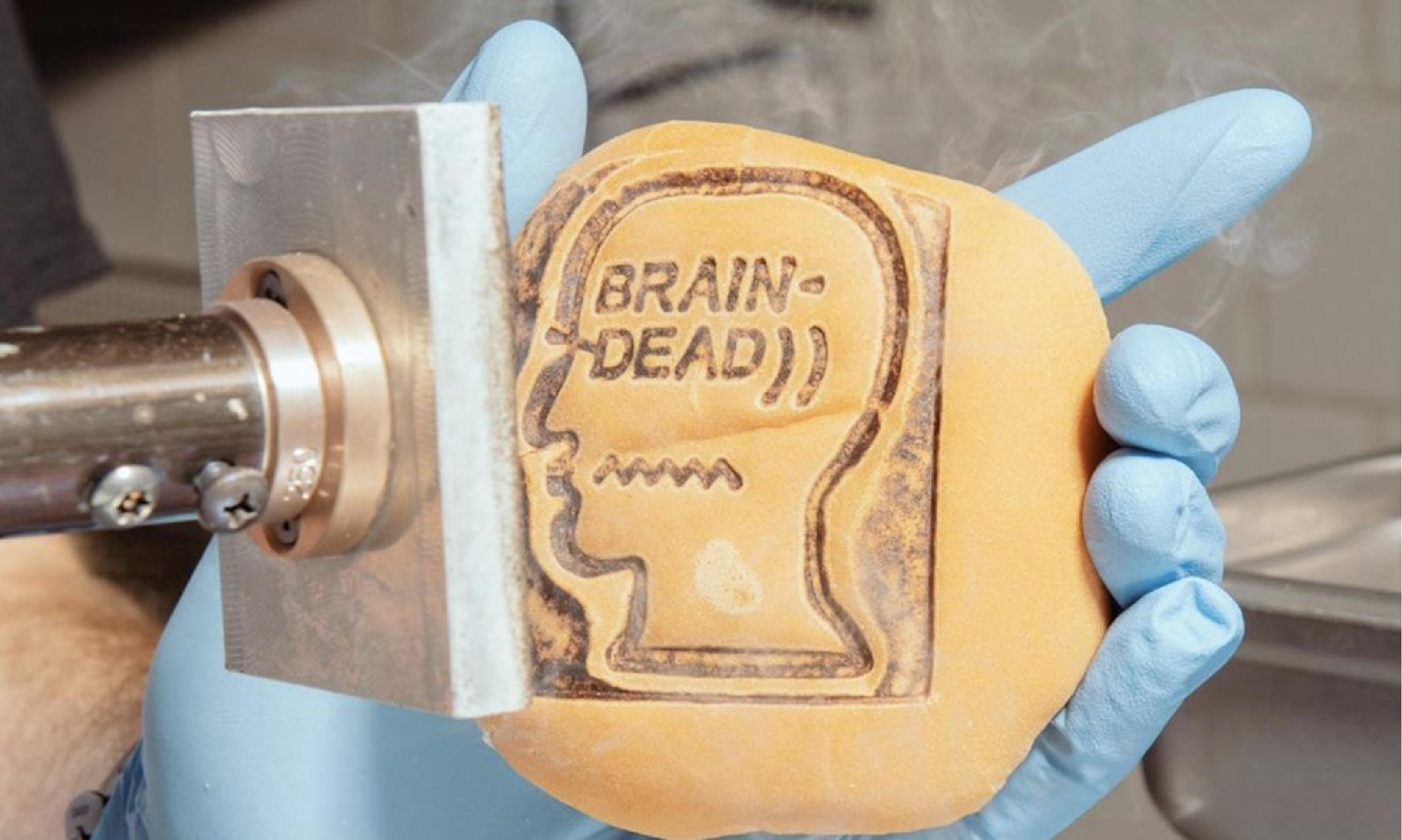 Brain Dead 将印花做到了汉堡上
