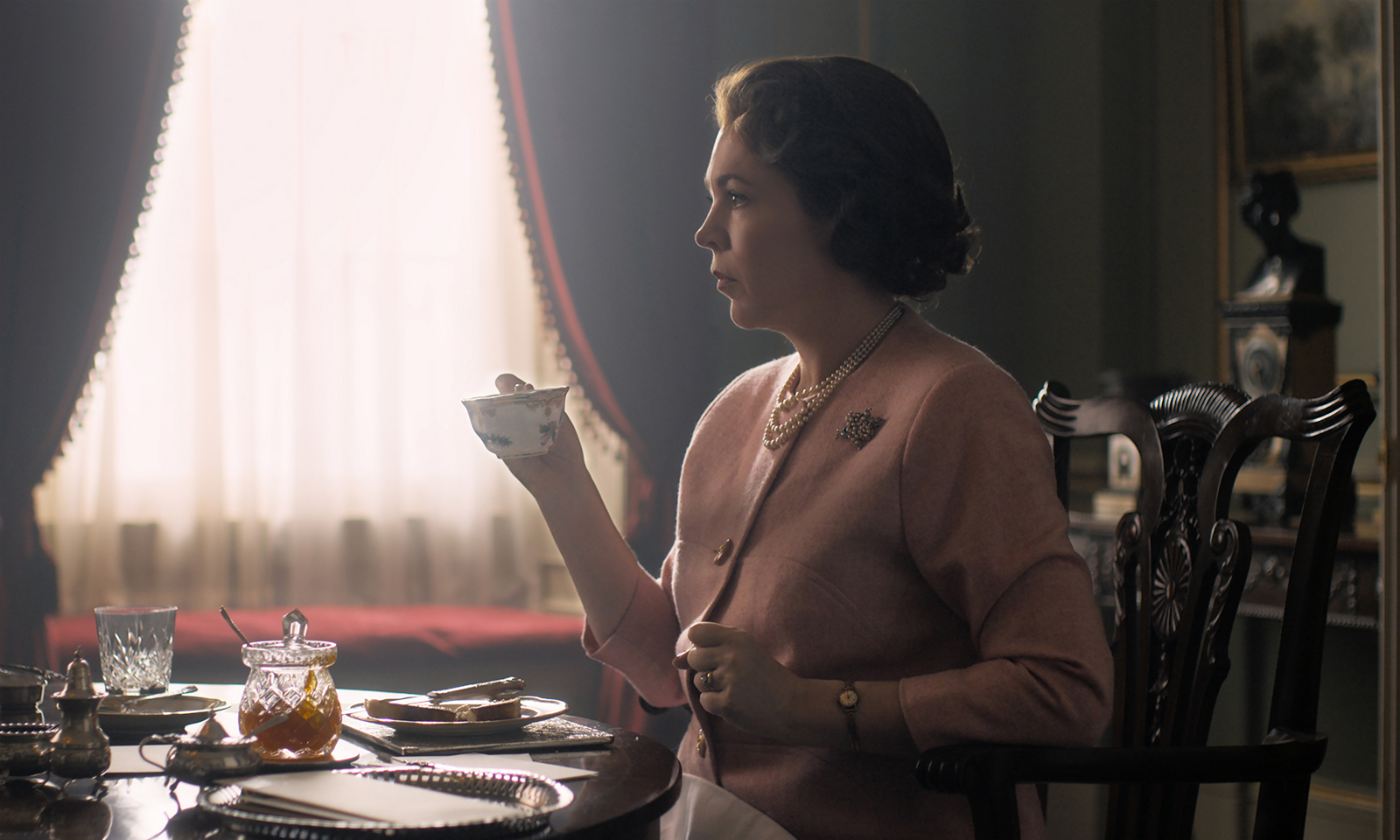 Netflix 大热剧集《The Crown》第四季确认 11 月回归
