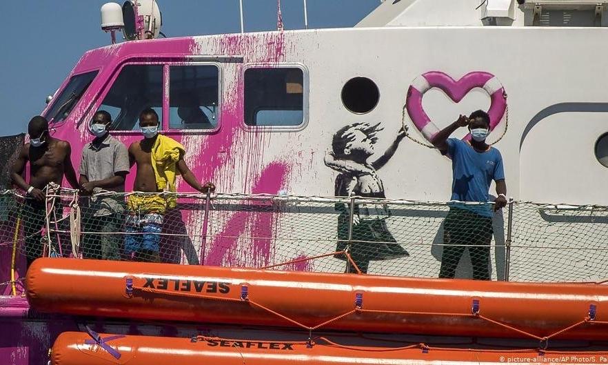艺术家 Banksy 买下的难民救援船已救出 219 条生命