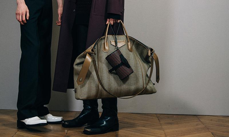 GIVENCHY 推出 ANTIGONA Soft 男士包袋