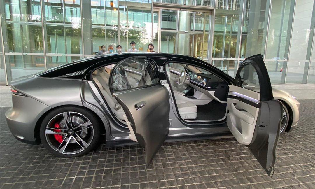 内饰贯穿式超长屏幕,藤原浩试驾索尼 Vision-S 电动车