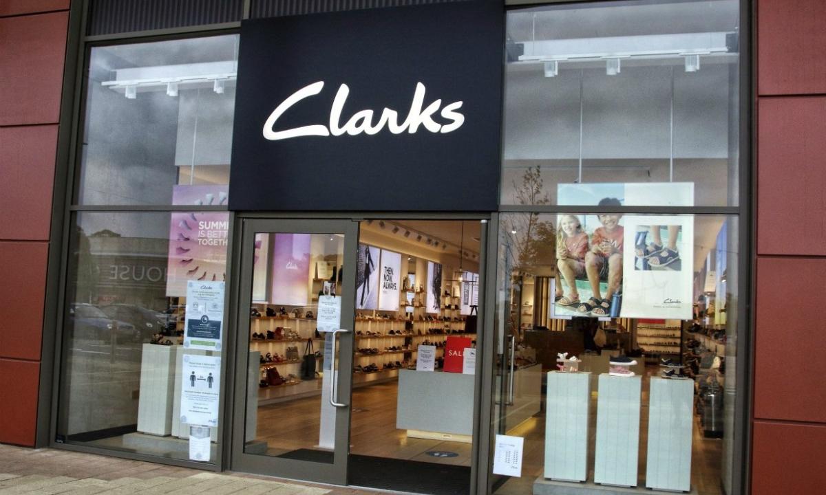 英伦鞋履品牌 Clarks 或将被李宁收购