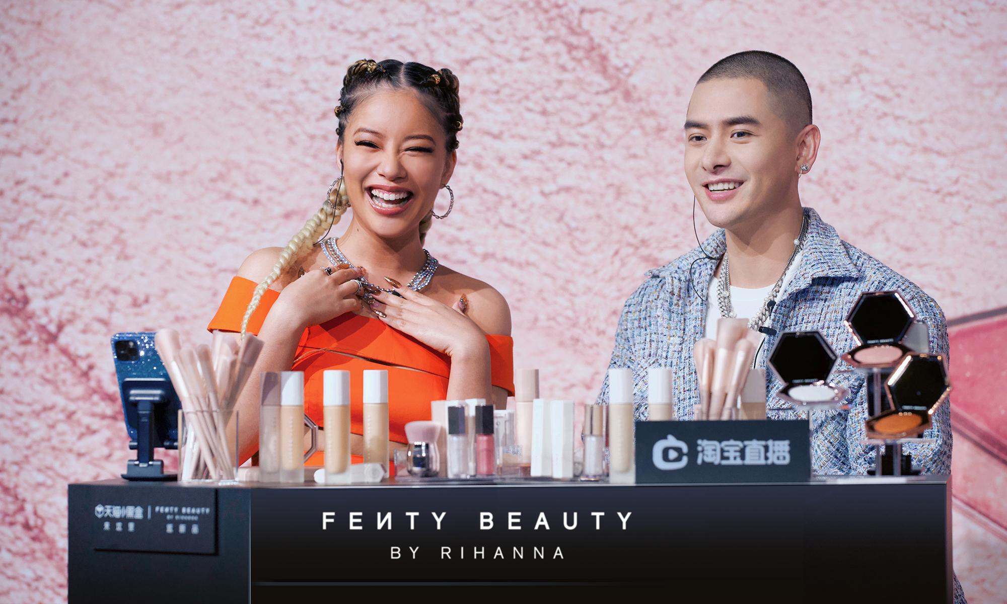 在线传授化妆技术,蕾哈娜亮相 Fenty Beauty 淘宝直播间