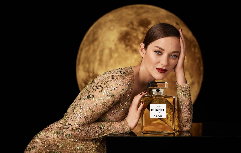 迎接 100 周年, CHANEL N°5 香水推出圣诞限定