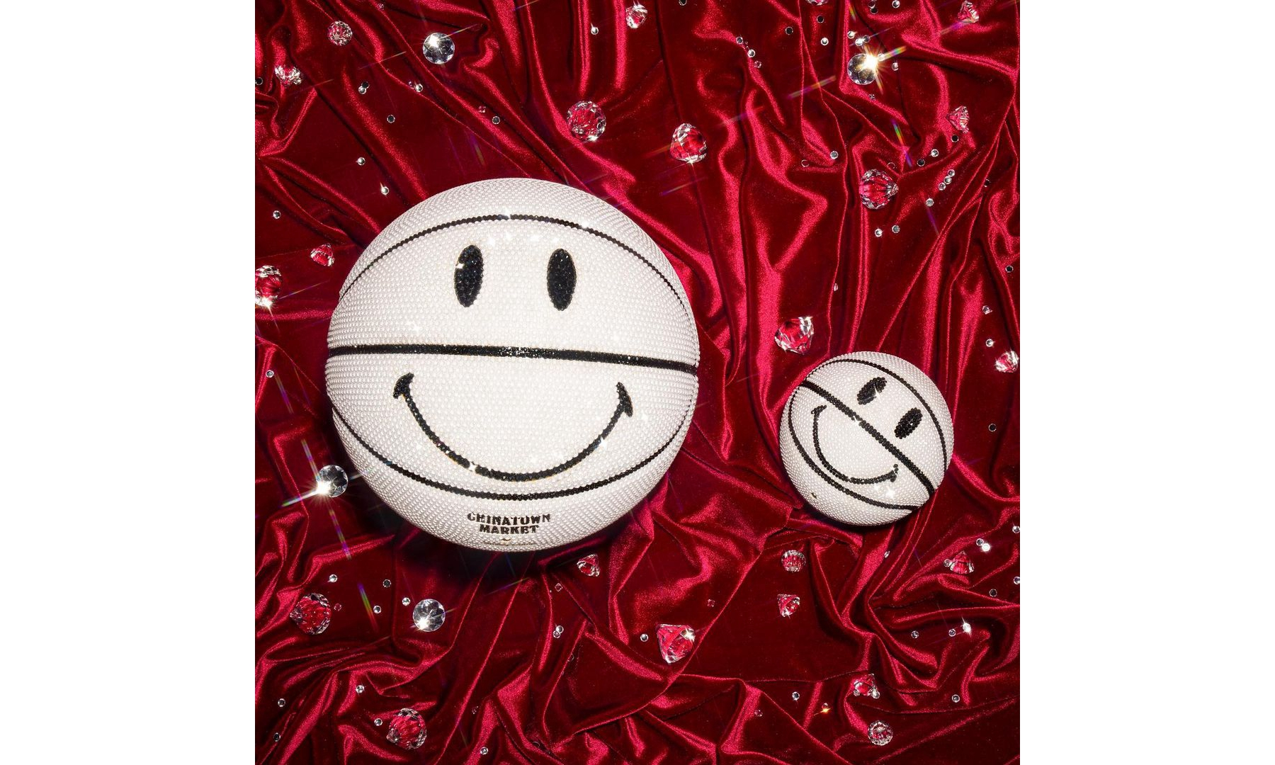 Swarovski x CHINATOWN MARKET 合作款 Smiley Basketball 登场