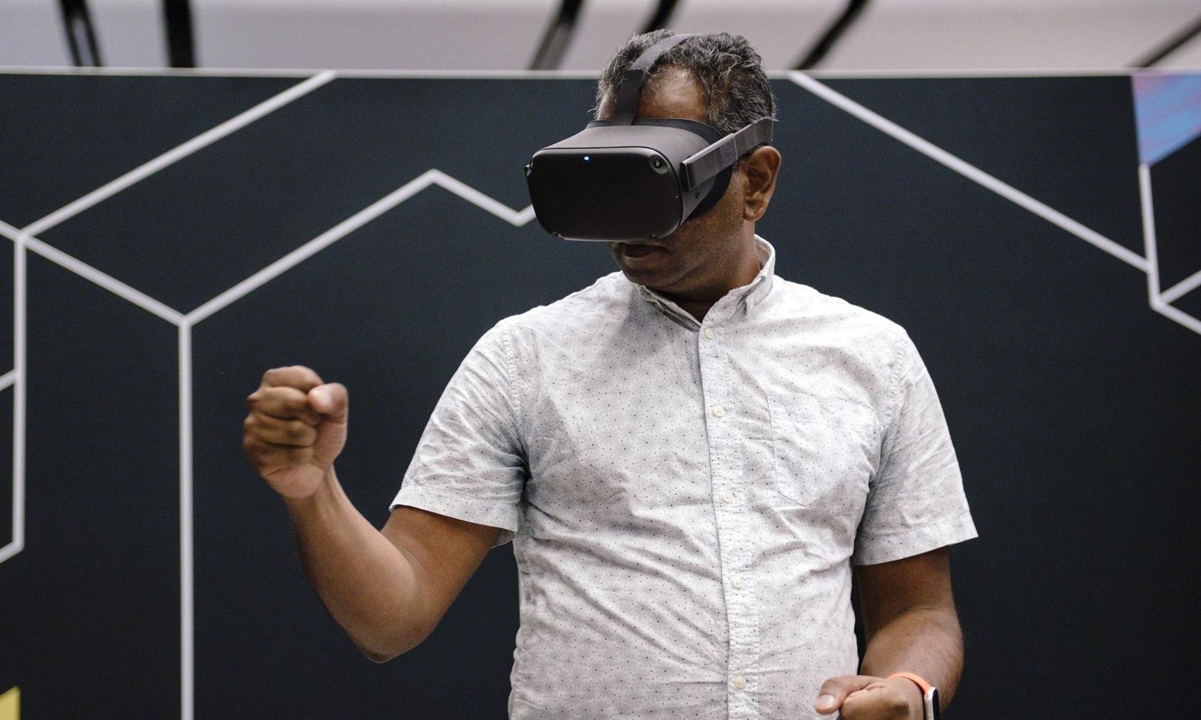 苹果的 VR 头戴设备或将可以装载有度数的镜片
