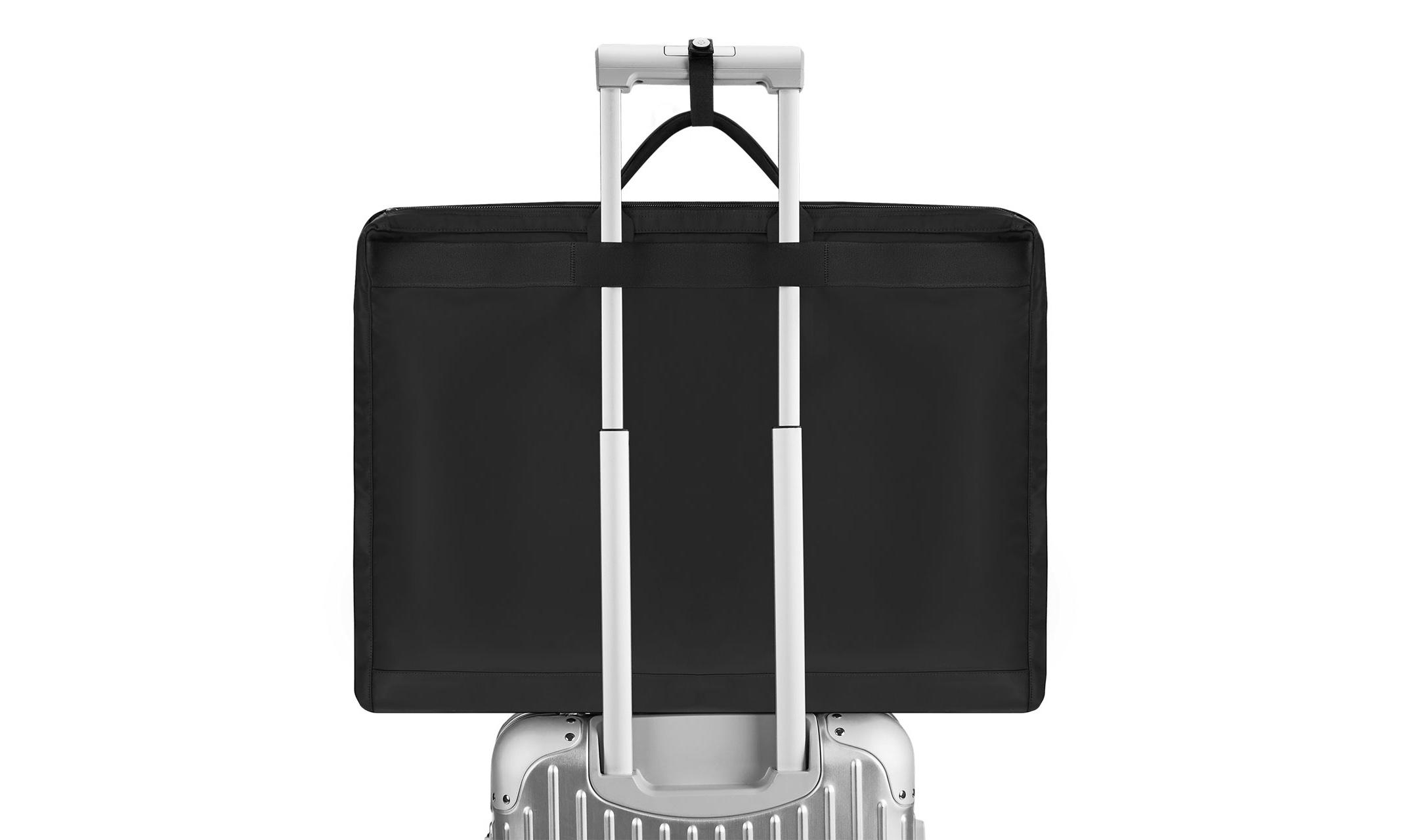RIMOWA 推出首个旅行配件系列