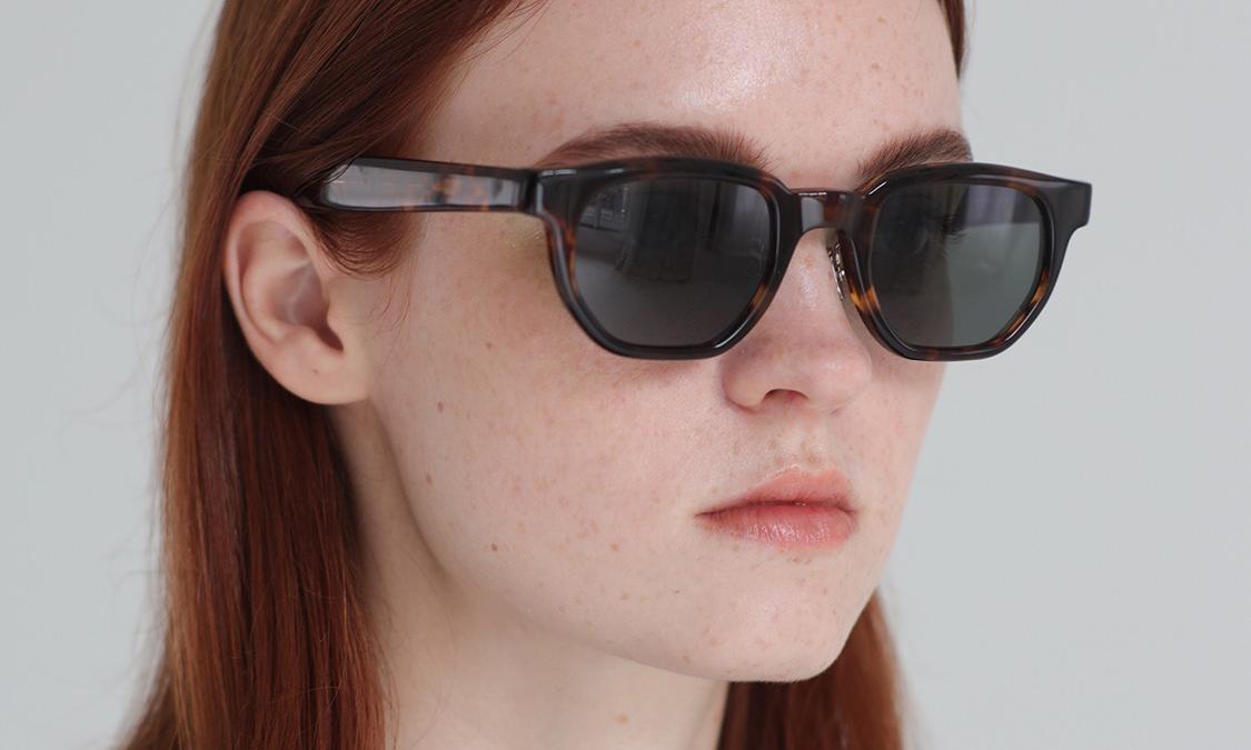 日本简约品牌 AURALEE 发布首辑太阳镜系列