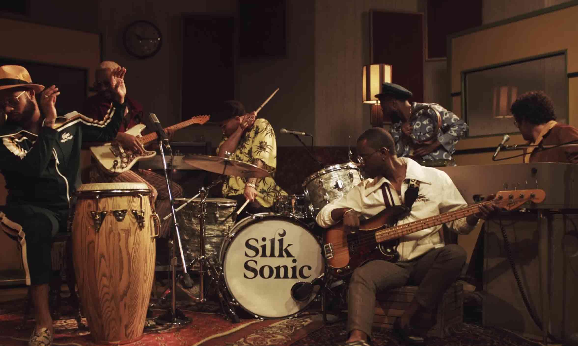 Bruno Mars 联手 Anderson .Paak 全新组合 Silk Sonic 新单《Leave The Door Open》MV 发布
