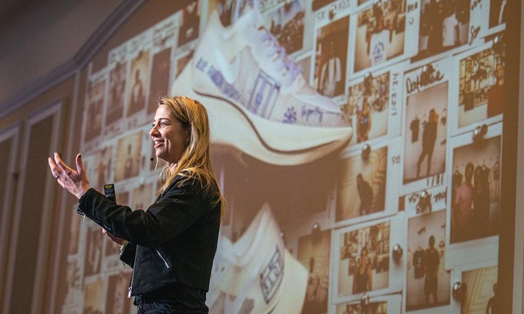 因儿子「炒鞋」,Nike 北美副总裁 Ann Hebert 引咎辞职