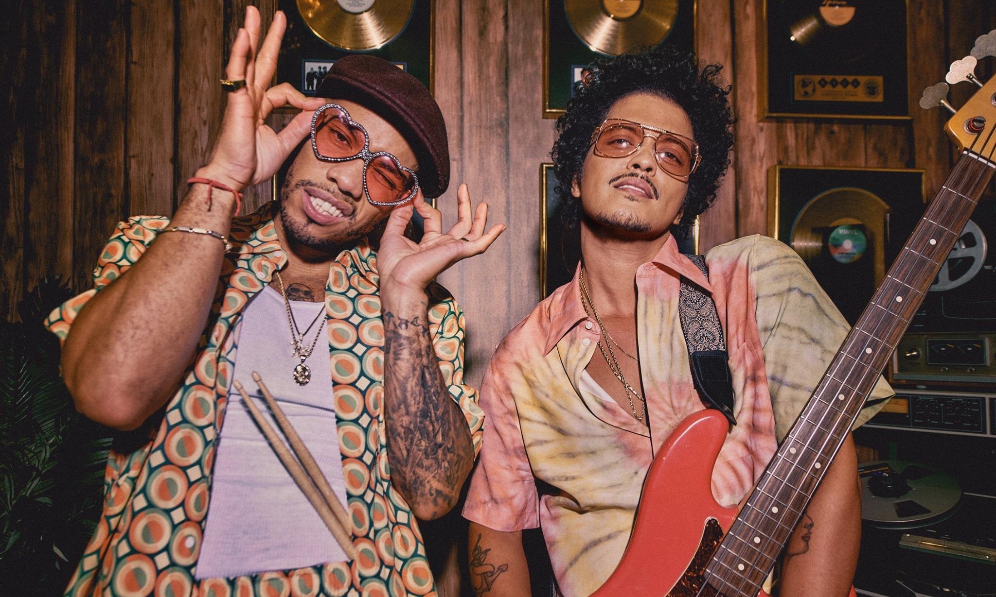 Silk Sonic 新单《Leave The Door Open》荣登 Billboard 单曲榜冠军