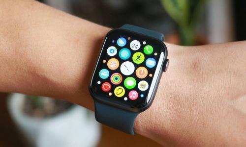 苹果正在研究 Apple Watch 是否可以预测新冠肺炎