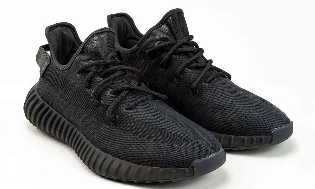 Yeezy Boost 350 V2 「Mono Black」细节图释出