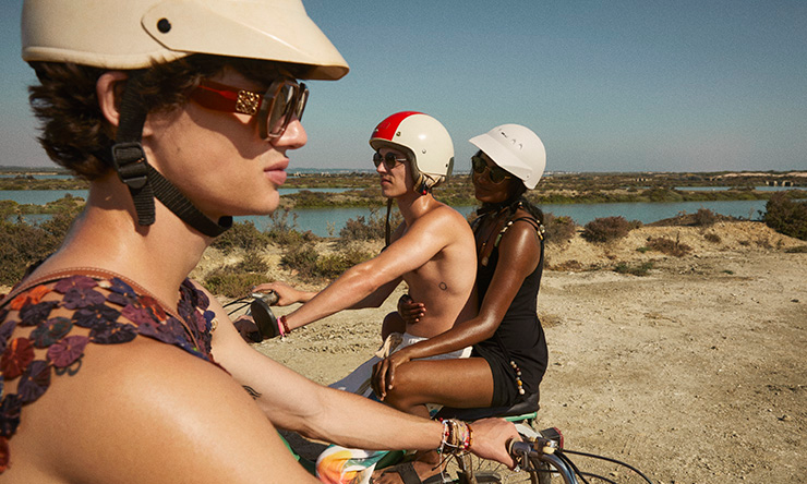 LOEWE 为 Paula's Ibiza 香氛推出《Summer Daze》短片