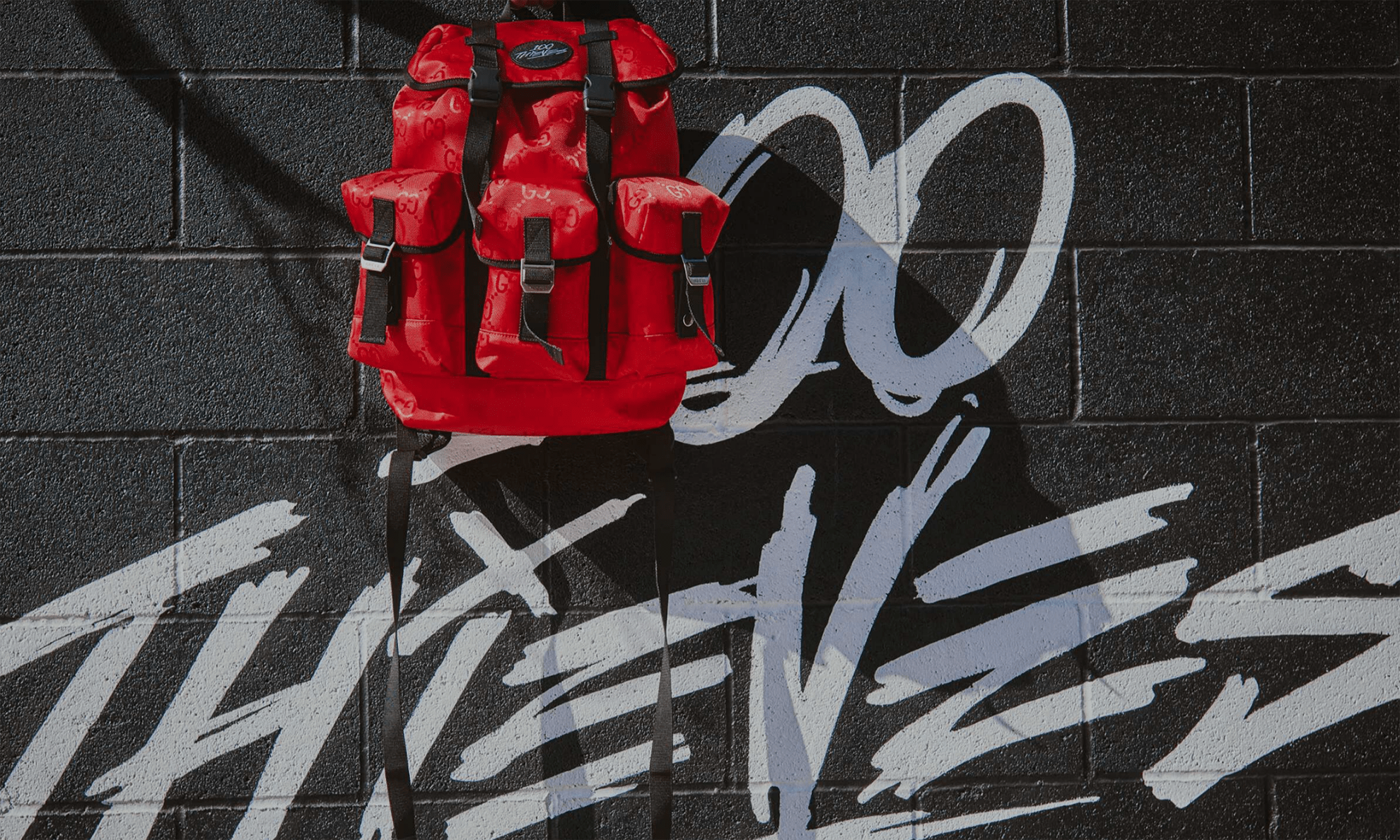 GUCCI x 美国电竞公司 100 Thieves 合作推出售价 2,500 美元背包