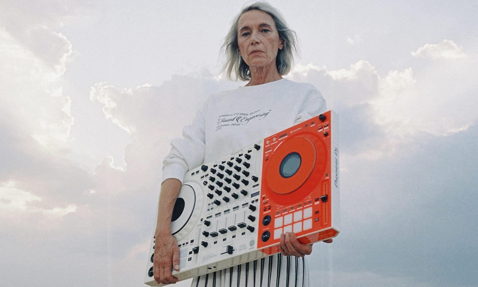 Off-White™ 携手 Pioneer DJ 推出联乘设计