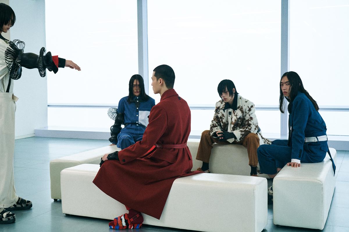 设计师品牌 STAFFONLY 释出 2021 秋冬系列广告大片-Blackwings官网-男士形象改造-穿搭设计顾问-男生发型-素人爆改