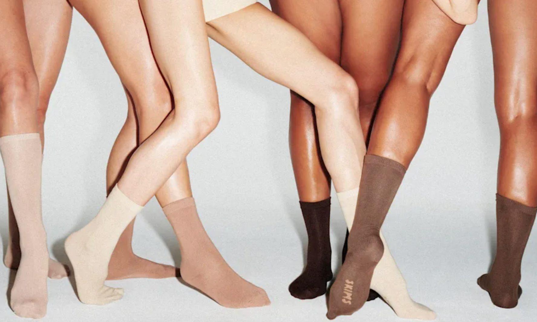 SKIMS 推出首个袜子系列