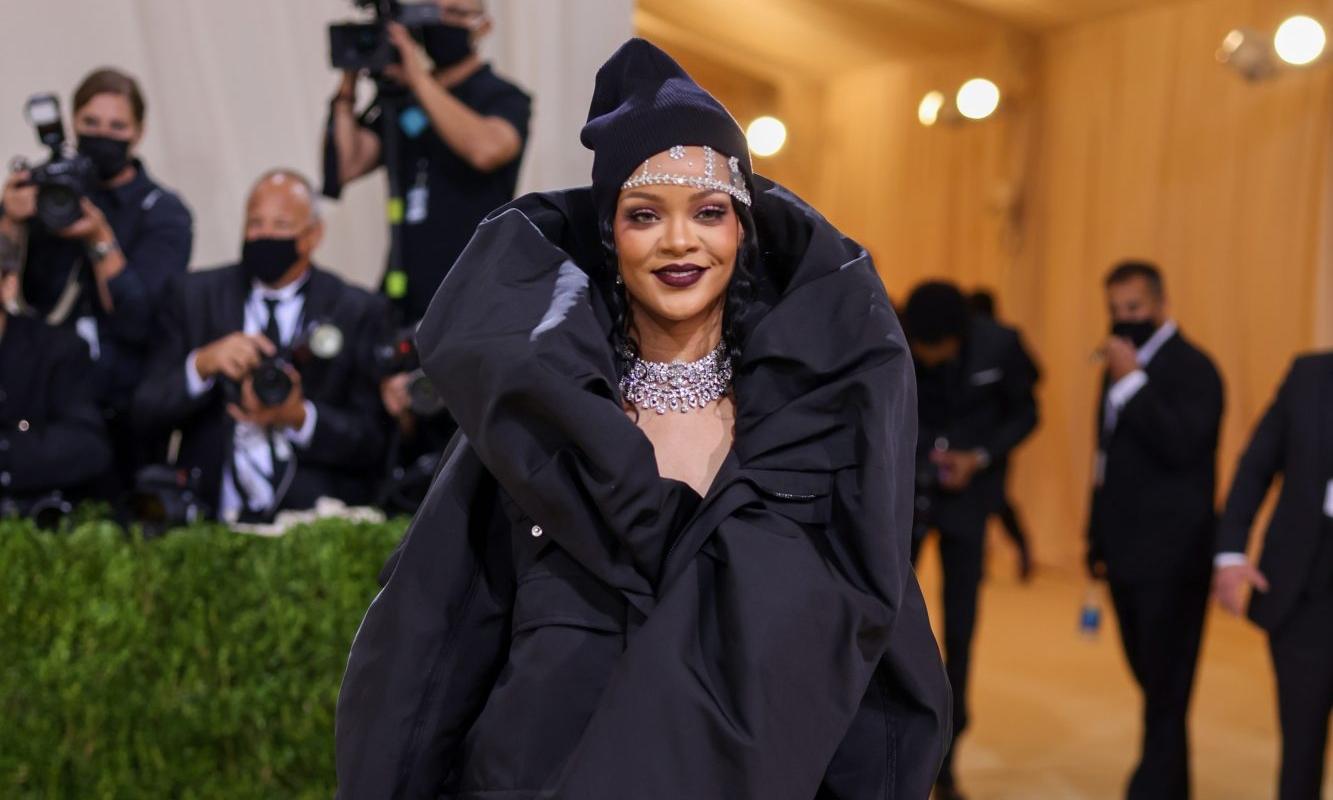 Rihanna 在近日采访中称,她的新专辑一定是出乎众人「意料之外」的