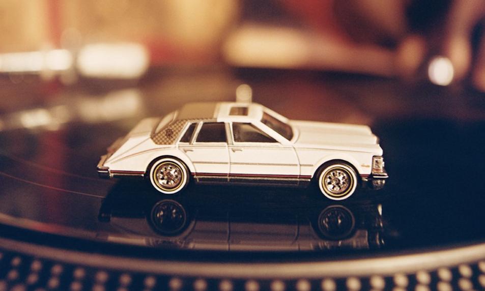 GUCCI 合作 Mattel Creations 打造首款迷你车模