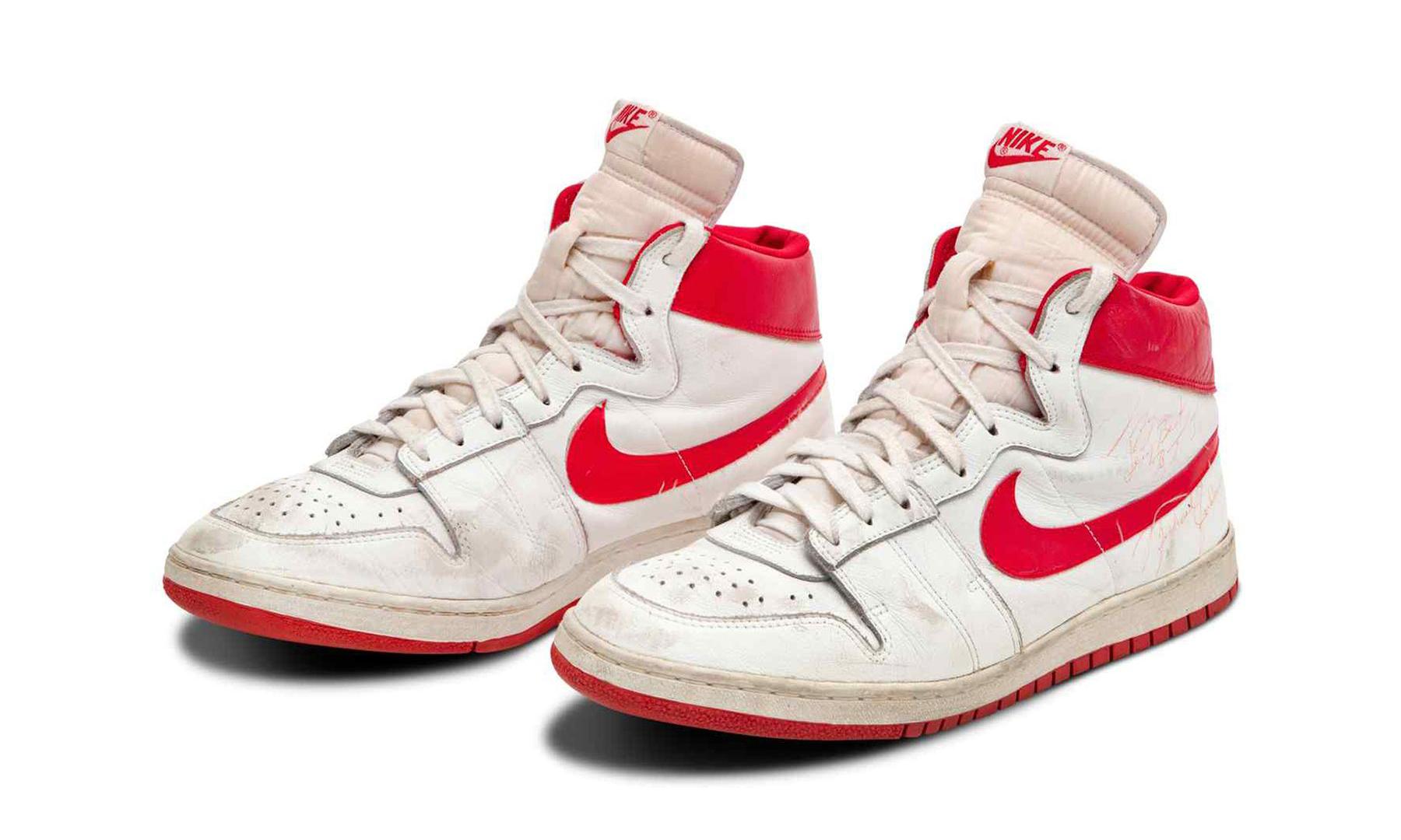 最昂贵「AJ」诞生,乔丹亲穿球鞋以 145 万美元成交