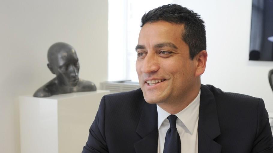 Versace 首席执行官 Jonathan Akeroyd 将出任 Burberry 新 CEO