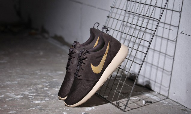 "新的质感,Nike Roshe Run Suede "" Velvet Brown "" 配色"