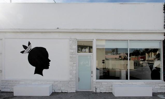 adidas 携手艺术家 Kevin Lyons 和 Jean André 于洛杉矶 HVW8 艺廊举行合作展