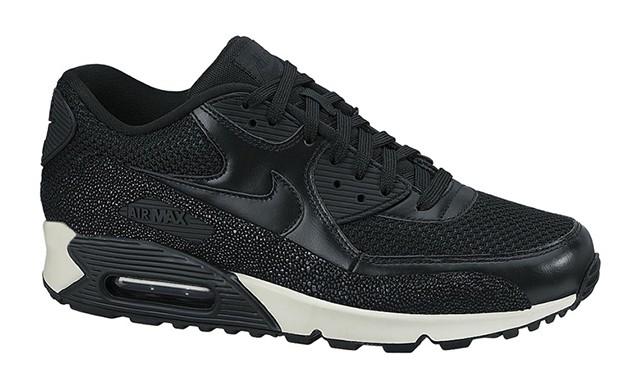 奇异新材质,Nike 推出 Stingray 系列鞋款