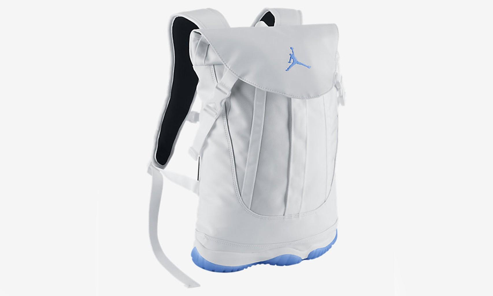 """鞋子都准备入了,还不配个 Air Jordan 11""""Legend Blue""""背包?"""