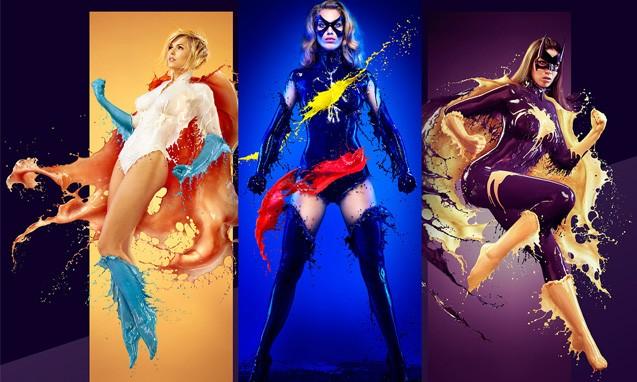 女超级英雄集体湿身,变身2015年台历