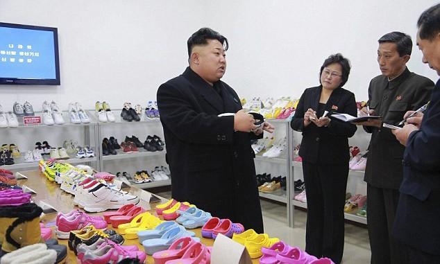 有钱你也买不到!金正恩视察平壤鞋厂图片流出