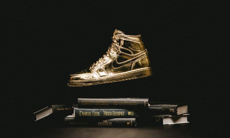 艺术家 Matthew Senna 打造纯金 Air Jordan 1 模型