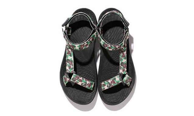 "A BATHING APE® x Alpine Design 打造 ""ABC Camo"" Sandals 鞋款"
