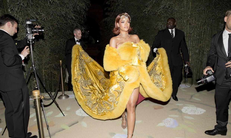 2015 Met Ball Rihanna 身着郭培高级定制《一千零二夜》亮相红毯并接受采访