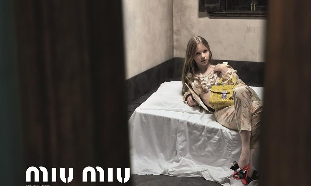 无理取闹?Mia Goth 为 Miu Miu 拍摄的造型广告遭禁