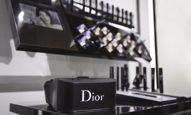 "Dior「Eyes」搭载  Virtual Reality 打造 ""秀场后台"" 感官体验"