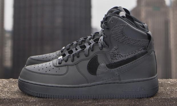 "John Geiger 客制 ""Misplaced Checks"" Nike Air Force 1 High 最终章即将发售"