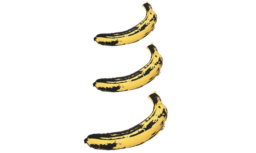 "BAPE® 携手 MEDICOM TOY LIFE Entertainment 释出 ""Andy Warhol"" 香蕉抱枕"