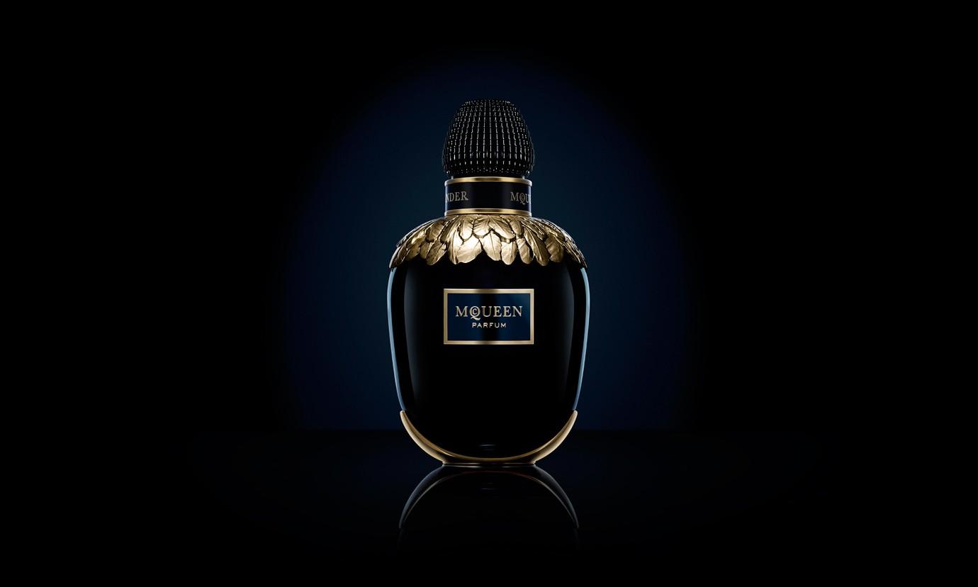 Alexander McQueen 释出全新款香水 McQueen Parfum