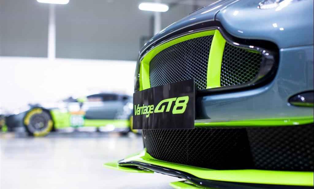 极速体验!Aston Martin 发布 VANTAGE GT8 道路版赛车