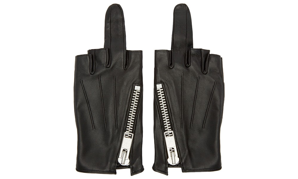 """真的可以戴出门吗? """"中指"""" 造型真皮手套"""