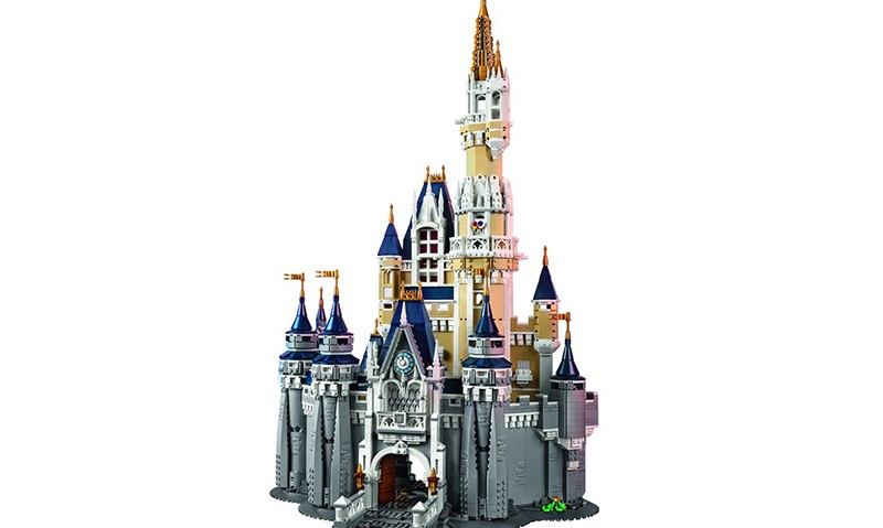 "LEGO 打造豪华 ""Disney Castle"" 积木模型"