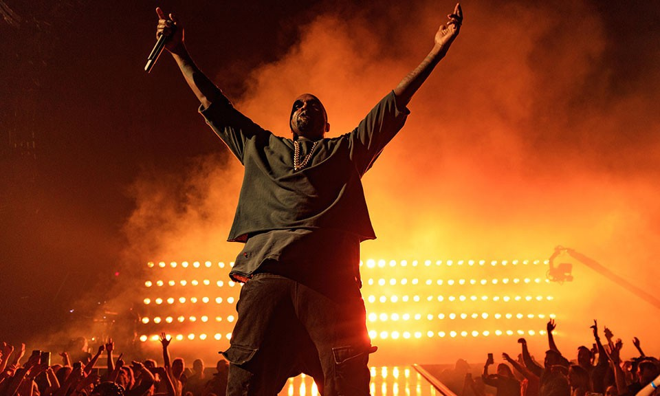 Kanye West 入院检查,并取消了 22 场《Saint Pablo Tour》巡演